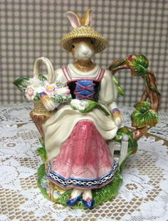 FITZ & FLOYD OLD WORLD VICTORIAN BUNNY RABBIT TEAPOT