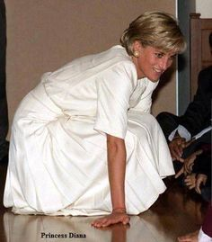 June 6, 1997: Diana, Princess of Wales during her visit to the Shri Swaminarayan Mandir Hindu Temple in Neasden, London.