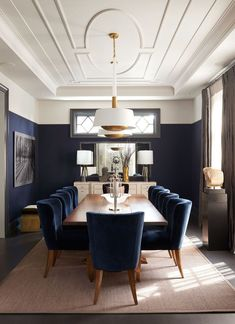Dining room furniture ideas that are going to be one of the best dining room design sets of the year! Get inspired by these dining room lighting and furniture ideas! Dining Room Walls, Dining Room Lighting, Dining Room Design, Kitchen With Dining Room, Formal Dining Rooms, Navy Dining Chairs, Dining Room Blue, Bedroom Lighting, Modern Dining Room Sets