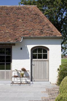 Modern Exterior, Exterior Design, Interior And Exterior, House Windows, Windows And Doors, Cottage Hallway, Barn Renovation, Cottage Farmhouse, Craftsman House Plans