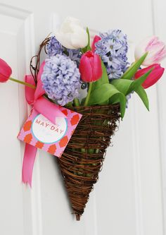 create a new tradition in your family by gifting neighbors & friends May Day flower baskets Mothers Day May, Mothers Day Wreath, May Day Traditions, May Day Baskets, Happy May, May Days, Beltane, Hostess Gifts, Flower Arrangements