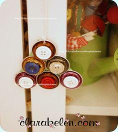 Adorno de Navidad con cápsulas de Nespresso y botones. Arbolito navideño - Inspiraciones: manualidades y reciclaje