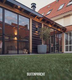 """Buitenpracht-houtbouw on Instagram: """"Prachtig guesthouse in onze favoriete materialen-combinatie:  Eikenhout & staal. 🖤 Ook op zoek naar een degelijk buitenverblijf op maat?…"""" Timber Roof, Getaway Cabins, Pergola Designs, Planter Boxes, Present Day, Rooftop, Nars, Summer Time, Garden Design"""
