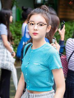 A community for fans of the K-pop girl group ITZY, under JYP Entertainment. Kpop Fashion, Korean Fashion, Fashion Outfits, K Pop, Cute Girls, Cool Girl, Fandom, Idole, Beauty Full Girl