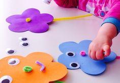 activité manuelle maternelle, des fleurs de couelurs diverses, avec des yeux, un nez et bouche, bricolage enfant facile