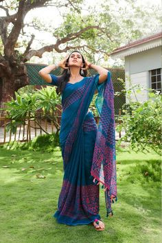 New Trendy Printed Heavy Linen Cotton Saree Material Used: Golden Zari Satin All Saree Are Made Of Best Quality Available In The Market. Blouse Is Att. Simple Sarees, Trendy Sarees, Stylish Sarees, Fancy Sarees, Khadi Saree, Lehenga Choli, Anarkali, Salwar Kameez, Sabyasachi Sarees