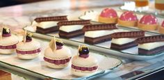 Afternoon Tea / patissierie At the Mirror Room, Rosewood Hotel, Holborn | London Fine Dining