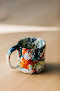 10 Unique Pieces to Make Your Home More Creative Porcelain Mugs, Ceramic Cups, Ceramic Pottery, Pottery Pots, Kitsch, Modern Crafts, Pottery Painting, Geometric Designs, Bowl Set