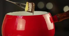 BAILEYS CHOCOLATE FONDUE  Serves 2    9 oz bittersweet chocolate, chopped  ¼ cup heavy cream  ¼ cup Baileys Irish cream