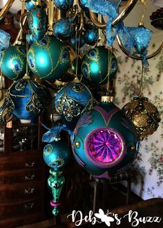 See how peacock ornaments decorate a stunning dining room chandelier at Christmastime. View this stunning display of exquisite peacock ornaments. Peacock Christmas Tree, Peacock Ornaments, Felt Christmas Decorations, Christmas Tree Themes, Diy Christmas Ornaments, Christmas Glitter, Glitter Ornaments, Beaded Ornaments, Snowman Ornaments
