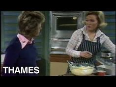 Mary Berry and Judith Chalmers show the audience of Thames TV's 'Good Afternoon' how to may a very fruity cake! Vegan Fruit Cake, Rum Fruit Cake, Chocolate Fruit Cake, Fresh Fruit Cake, Fruit Birthday Cake, Fruit Wedding Cake, Mary Berry Cooks, Fruit Cake Design, Easy Cake Decorating