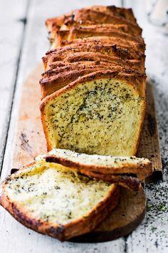 - Pull apart med limesukker og birkes - Pull-apart bread with limesugar - and poppy seeds
