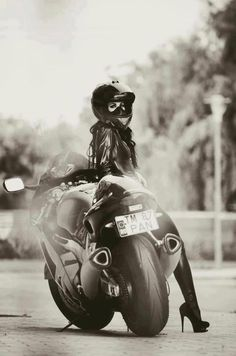 Wiiiide sport bike, heels, and full face helmet. Motorcycling women portraits are so fun. [ more photos motorcycle women and heels | full face helmet ]