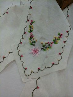 Neşe'nin gözdeleri Embroidery Applique, Embroidery Stitches, Embroidery Patterns, Brazilian Embroidery, French Knots, Embroidery For Beginners, Diy And Crafts, Quilts, Sewing
