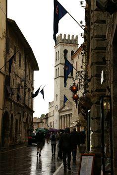 Corso Mazzini und Piazza del Comune, Assisi, Umbria_ Italy