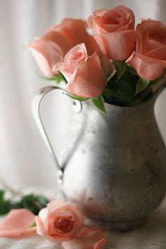 ~Olde silver pitcher with peach roses~ Love Rose, My Flower, Pretty Flowers, Absolutely Flowers, Macro Flower, Romantic Flowers, Deco Floral, Arte Floral, Color Splash