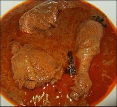 This chicken curry recipe comes from Indonesia, but it has become very popular in Malaysia too. Curry Recipes, Asian Recipes, Ethnic Recipes, Kari Ayam, Indonesian Cuisine, Padang, Yum Yum Chicken, Paleo, Pork