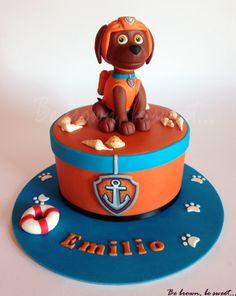 Tarta de Zuma para Emilio. Es parte de un conjunto de tres tartas para un multi cumpleaños con la patrulla canina como tema. #patrullacanina #pawpatrol #tartapatrullacanina #pawpatrolcake #zuma #pawpatrolzuma #patrullacaninazuma #zumacake #tartazuma #tarta #cake #perro #dog #tartaperro #dogcake #fondantfigure #figurafondant #fondant #fondantdog #perrofondant #fondantzuma