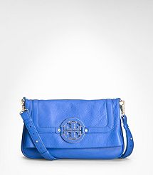 I am seriously debating biting the bullet and buying this bag in black! Gorg!!