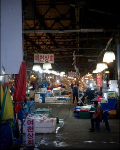 Life at the Original Noryeongjin Fish Market ... waiting for a customer watching people at Koreas largest fish market in Seoul. . . . . #Seoul #fishmarket #korea #travel #seafood #ig_seoul #ig_korea #food #market #life #history #old #VisitSeoul #natgeotravel #bbctravel #cntraveler #thedecisivesketch #kingcrab #crab #Life at the Original Noryeongjin Fish Market ... A vendor grabs and weighs a king crab for a customer at Koreas largest fish market in Seoul. . . . . #Seoul #fishmarket #korea…