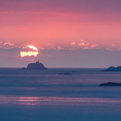 South Bishop Lighthouse Pembrokeshire. #ukcoastwalk Photo: Quintin Lake www.theperimeter.uk