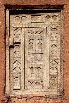 Decorated window panel. Morocco || Photo by Johan Gerrits