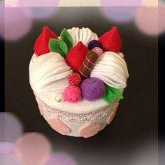 ハンドメイド:フェルトケーキの小物入れ