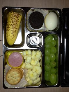 4 Oct Lunch -Ham and Crackers, pirate booty, hard boiled egg, cookies grapes and a banana.