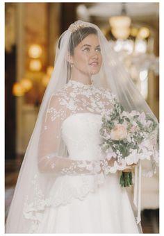 Wedding Dress Types, Elegant Wedding Gowns, Wedding Dress With Veil, Wedding Dresses For Girls, Country Wedding Dresses, Luxury Wedding, Bridal Dresses, Wedding Veils, Wedding Garters