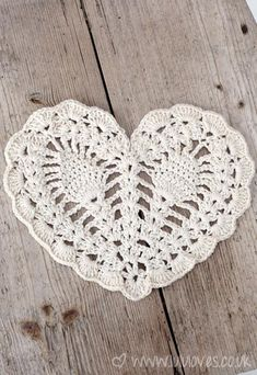 Crochet Pineapple Heart Doily || Free Pattern
