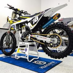 @zacho_16 factory @rockstar_racing @husqvarna_usa fC250 photo @tfant612 #mxa #racing #dirtbikes #supercross