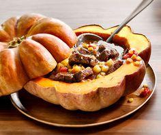 La courge: unique et plurielle Pot Roast, Acai Bowl, Soup, Breakfast, Ethnic Recipes, Unique, Beauty, Stuffed Pumpkin, Dish