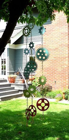 idea, craft, heavy metal, garden art, yard art, rain chains, windchim, wind chimes, gears