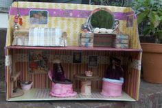 The Homemade Dollhouse: Shoebox Dollhouse