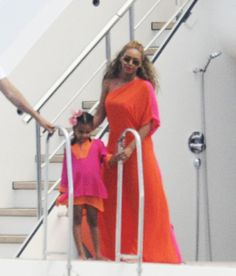 Beyonce, Jay Z & Blue Ivy's Family Vacation — Pics