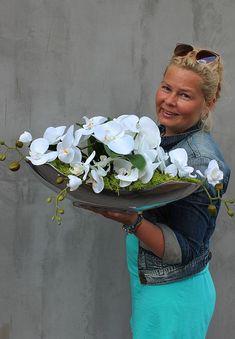 artificial orchids' decoration - www. Orchid Flower Arrangements, Orchid Planters, Orchid Centerpieces, Orchids Garden, Fake Plants Decor, House Plants Decor, Plant Decor, Tulips Flowers, Silk Flowers