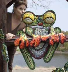 Yes, I've Kissed a Frog!... video of some of her mosaic techniques included! .... http://www.pieceloveandsmalti.com/category_s/150.htm