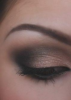 I wanna learn how to do my eye shadow like this!