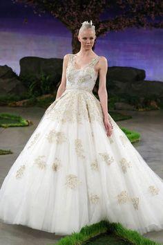 Besticktes Tüllkleid #wedding #gown #hochzeitskleid