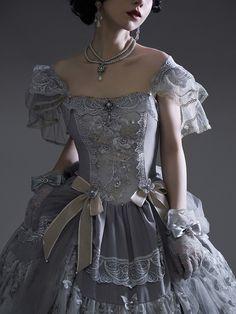 Old Fashion Dresses, Old Dresses, Pretty Dresses, Vintage Dresses, Beautiful Dresses, Fashion Outfits, Ball Gown Dresses, Elegant Dresses, Mode Kawaii