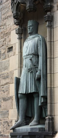 Edinburgh Castle entrance; Robert the Bruce statue at Edinburgh, Scotland - As 24th great-granddaughter of John the Red Comyn, I'm wondering whether I should pin this on my page or not....