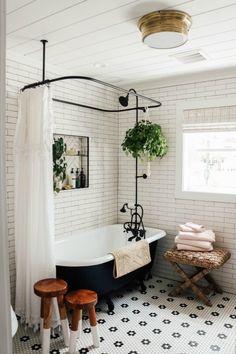 Home Interior Salas Cozy & Vintage Style Master Bathroom Reveal with Claw Foot Tub Clawfoot Tub Bathroom, White Bathroom, Wood In Bathroom, Remodled Bathrooms, Colorful Bathroom, Black And White Master Bathroom, Farm Style Bathrooms, Cape Cod Bathroom, Master Bathroom Tub