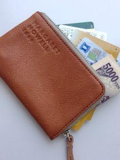 中身は、  免許証 クレジットカード メインバンクのカード ポンタカード 千円札1枚