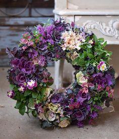 NanaはInstagramを利用しています:「お客様オーダーです。 葉牡丹メインで小さめ30cmリース。 気持ちフリルビオラで文字通り花を添えてみました . . . #花で免疫力アップ #日陰の庭 #シェードガーデン #ネットショップ #実店舗 #ふじみ野市 #ギャザリング #埼玉 #生徒募集中…」 Floral Wreath, Wreaths, Instagram, Home Decor, Floral Crown, Decoration Home, Door Wreaths, Room Decor, Deco Mesh Wreaths