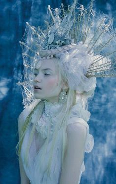 If I would cosplay as a snow queen this would be it. Costume Original, Foto Fantasy, Fantasy Hair, Fantasy Makeup, Mode Editorials, Headdress, Character Inspiration, Editorial Fashion, Fairy Tales
