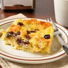Estas tostadas francesas con canela y manzanas al horno se pueden preparar un viernes y hornear en una mañana de fin de semana. Es baja en calorías, al u
