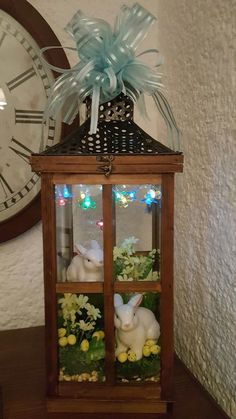 Outdoor Easter Decorations ideas which are colorful and egg-stra special - Hike n Dip Spring Crafts, Holiday Crafts, Holiday Decor, Ideas Actuales, Deco Floral, Lanterns Decor, Easter Holidays, Easter Table, Easter Wreaths