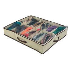 Se não tem espaço para um armário de sapatos, aposte nessa sapateira que vai em baixo da cama. | 25 objetos de organização que você precisa ter em casa
