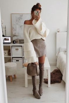 Tiered Bell Sleeve V-Neck Sweater - Top-Trends Christmas Outfit Women Dressy, Cute Christmas Outfits, Cute Fall Outfits, Holiday Outfits, Chic Outfits, Christmas Dresses, Party Outfits, Holiday Dresses, Christmas Holiday