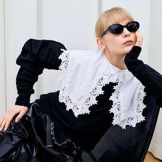 Kiểu cổ áo nữ lấy cảm hứng từ thời Victoria xuất hiện dàn trải trong BST Thu – Đông 2020 của các nhà mốt lớn, báo hiệu sự trở lại mạnh mẽ của thời trang cổ điển trong thời gian tới. #style #mixmatch Elle Fashion, Miu Miu, Tweed, Ruffles, Zara, Ruffle Blouse, Couture, Photo And Video, Retro